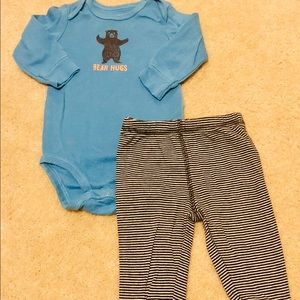 🚨2 for $12🚨 3-6 month carters brand outfit
